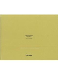 2014 ASTON MARTIN VANTAGE PROGRAMMA HARDCOVER BROCHURE ENGELS